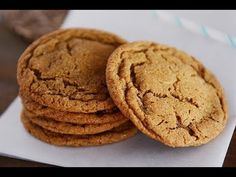 Classic soft and chewy ginger molasses cookies - these delectable, holiday (or anytime) treats are like gingerbread in cookie form! Buttery Shortbread Cookies, Ginger Molasses Cookies, Cookies Soft, Sugar Cookies, Cookie Recipes, Dessert Recipes, Brunch Recipes, Dessert Ideas, Easy Recipes