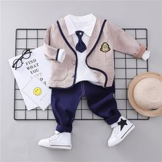 Like and share this pure awesomeness! Wedding Outfit For Boys, Boys Wedding Suits, Baby Boy Fashion, Toddler Fashion, Kids Fashion, Kids Party Wear, Baby Boutique Clothing, Retro Mode, Kids Suits
