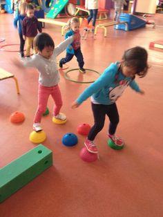 S'équilibrer Gross Motor Activities, Gross Motor Skills, Classroom Activities, Physical Activities, Activities For Kids, Preschool Gymnastics, Zumba Kids, Pe Lessons, Fun Outdoor Games