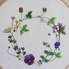 """""""봄꽃 리스"""" 드뎌 완성했네요~ #프랑스자수 #embroidery"""