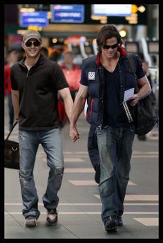 Are they seriously holding hands or is Jared pulling Jensen! Supernatural Rowena, Supernatural Imagines, Supernatural Funny, Supernatural Seasons, Jensen Ackles Jared Padalecki, Jared And Jensen, Winchester Boys, Winchester Brothers, Genevieve Cortese