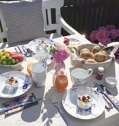 Breakfast in the sun Swedish Interior Design, Swedish Interiors, Royal Copenhagen, Cladding Design, Fancy Dishes, Breakfast In Bed, Danish Design, High Tea, Afternoon Tea