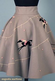 The Fascinating True Story Behind Poodle Skirts Few People Have Ever Heard 1950s Poodle Skirt, Poodle Skirts, Poodle Skirt Outfit, 1950s Skirt, Vintage Outfits, Vintage Dresses, Vintage Wardrobe, 1950s Fashion, Vintage Fashion