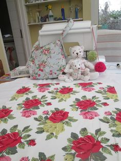 BN Vintage Cath Kidston Cotton Duck Fabric Remnant In Large Rose Free Pattern