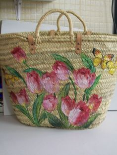 capazos decorados con decoupage - Buscar con Google Painted Bags, Hand Painted, Decoupage, Diy Tote Bag, Art Bag, Jute Bags, Boho Bags, Basket Bag, Fabric Painting
