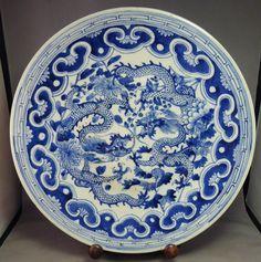 Chinese antique duel dragons bleu et blanc grand chargeur plaque 19th siècle