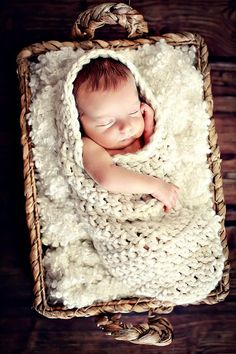Foto neonato Prop crema Cocoon con cappuccio