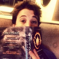 Miles Teller as Peter in Insurgent! Peter Divergent, Divergent Jokes, Divergent Dauntless, Divergent Fandom, Divergent Trilogy, Divergent Insurgent Allegiant, Theo James, Miles Teller Divergent, Insurgent