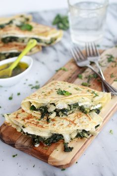 Spinach artichoke and brie crepes with sweet honey sauce (This went over well. Buckwheat crepes, make sure batter is thin enough, and honey sauce was unnecessary. Breakfast And Brunch, Breakfast Recipes, Sunday Brunch, Brunch Menu, Dinner Recipes, Mexican Breakfast, Pancake Recipes, Waffle Recipes, Potato Recipes