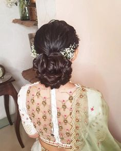 Sweet & Elegant Hairstyle Ideas with Dainty Baby's Breath Flowers Open Hairstyles, Braided Ponytail Hairstyles, Indian Bridal Hairstyles, Elegant Hairstyles, Wedding Hairstyles, Bun Hairstyle, Hairstyle Ideas, Bridal Hair Buns, Bridal Braids