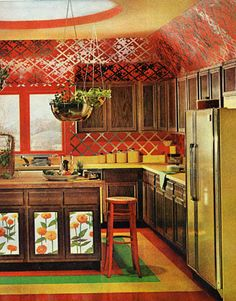 What Homes Looked Like the Year You Were Born The usher in a fearless new approach to color and texture (including foil wallpaper). See more of our favorite kitchens 1970s Decor, 70s Home Decor, Vintage Decor, 1970s Kitchen, Vintage Kitchen, Retro Kitchens, Dream Kitchens, Elle Decor, Kitsch