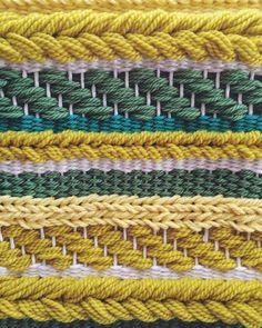 Tejido del colgante de pared Tejido amarillo por UnrulyEdges