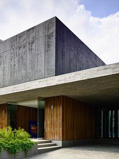 Aquí los fines de semana en familia y con amigos parecen alargarse. Los arquitectos colombianos María Fernanda Arango (Ibagué, 1975) y Diego Molina (Medell