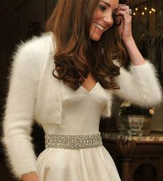 White Angora Cardigan Bridal Bolero hand knit inspired by Royal Wedding Kate Middleton wedding dress I don't care about all that up there. Looks cozy and lovely. Maybe in black or some neon color angora. Style Kate Middleton, Kate Middleton Wedding, Kate Middleton Dress, Wedding Dress Winter, Wedding Sweater, Wedding Gowns, Wedding Bolero, Wedding Reception, Winter Weddings