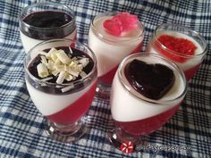 Δίχρωμες κρεμούλες με... άποψη! Greek Recipes, Jello, Panna Cotta, Sweets, Baking, Ethnic Recipes, Party, Food, Gelatin