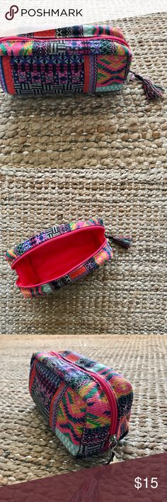 Boho Makeup Bag! Beautiful boho looking Makeup bag!  It is very spacious. Closes with a zipper. Great condition!! Bags Cosmetic Bags & Cases