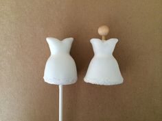 Here's a new, awesome and elegant wedding or bridal shower cake pop idea that's as delicious as they are beautiful. Tailor these cake pops for your wedding event!