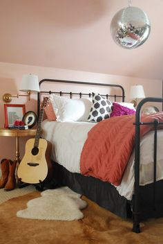 Pink Bedroom // Home Decor // Interior Design // House // Apartment // Decoration // Styling Teen Girl Rooms, Girls Bedroom, Bedroom Decor, White Bedroom, Bedroom Furniture, Bedroom Ideas, Black Iron Beds, Apartment Decoration, Shabby Chic Bedrooms