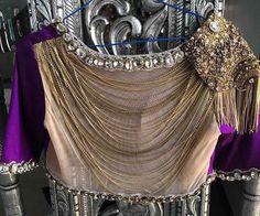 Pattu Saree Blouse Designs, Bridal Blouse Designs, Indian Attire, Indian Wear, Designer Party Wear Dresses, Dress Neck Designs, Wedding Wear, Wedding Dresses, Work Blouse