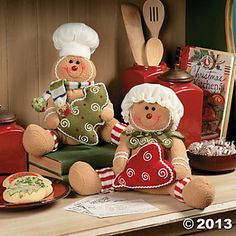 Sweet decorations for the holiday season! Dress up your kitchen for Christmas with this gingerbread man and woman. Couple Christmas, Christmas Sewing, Christmas Kitchen, Christmas Candy, All Things Christmas, Christmas Crafts, Christmas Ornaments, Xmas, Gingerbread Christmas Decor