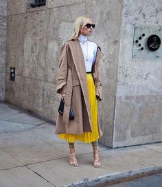 Viktoriji Rader ozbiljno zavidimo na stvarima koje krije u ormaru Trench Coat Outfit, Types Of Coats, Elegant, Modest Fashion, Latest Fashion Trends, Stylish Outfits, Autumn Winter Fashion, Womens Fashion, Net Fashion