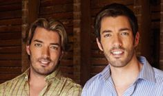 Real estate agent Drew Scott and his contractor twin brother, Jonathan, gained fame with their HGTV series Property Brothers. Property Brothers Episodes, Hgtv Property Brothers, Scott Brothers, Twin Brothers, Cute Celebrities, Celebs, Jonathan Silver Scott, Drew Scott, Dream Guy