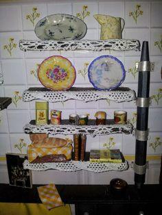 Escena de Cocina en miniatura. Detalle de estantes.