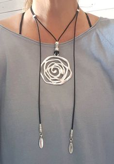 Boho silver plated big flower pendant Gypsy Hippie style summer woman leather necklace open endless wrap leather choker Check out our neckla. Leather Necklace, Diy Necklace, Leather Jewelry, Wire Jewelry, Boho Jewelry, Jewelry Crafts, Beaded Jewelry, Jewelery, Jewelry Accessories