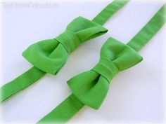 DIY Adjustable Bow Tie. I like this one because it uses velcro to adjust. Talk about easy! #diy #bowtie
