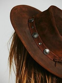 Buffalo Nickel Leather Fedora Omg I had a belt like this. Now to find it Boho Hat, Fashion Accessories, Hair Accessories, Hippy Chic, Leather Hats, Estilo Boho, Headgear, Country Girls, Country Farm