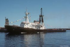 Sister Ship John Ross arriving at Cape Town