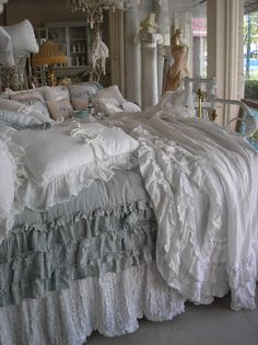 Beautiful Bed , I love ruffles Shabby Chic Bedrooms, Shabby Chic Cottage, Shabby Chic Furniture, Shabby Chic Decor, Romantic Bedrooms, Dream Bedroom, Home Bedroom, Bedroom Decor, Decoration Gris