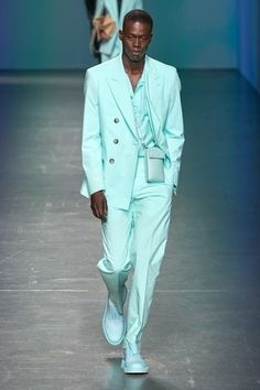 Boss Spring 2020 Ready-to-Wear Fashion Show Boss Spring 2020 Ready-to-Wear Collection – Vogue Fashion Week, Fashion 2020, High Fashion, Fashion Show, Fashion Outfits, Fashion Trends, Man Fashion, Fashion Styles, Casual Outfits