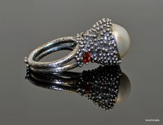 calyx ring terling silver, mabe pearl, garnet