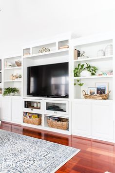 Tips on how to decorate a bookshelf including the steps to take when decorating your bookshelves and ideas on bookshelf decor accessories