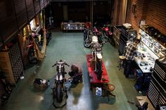 Pin-up Motorcycle Garage*: Cool workshops( adding this to the wishlist! Garage Shed, Man Cave Garage, Garage House, Dream Garage, Pin Up Motorcycle, Motorcycle Workshop, Motorcycle Garage, Bobber, Cool Garages