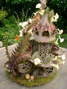 The Driftwood Fairy House ~ A Fairy Dreamhouse!  I wouldn't mind living in this enchanting place myself =)