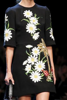Dolce & Gabbana Spring 2016 Ready-to-Wear Collection - Vogue Floral Fashion, Boho Fashion, Fashion Dresses, Womens Fashion, Couture Fashion, Runway Fashion, Fashion Show, Fashion Network, Fashion Details