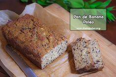 PAN DE BANANA PALEO. Ingredientes: ¾ taza de harina de almendra + ½ taza de harina de coco + ½ cucharadita de canela en polvo + 1 cucharadita de bicarbonato de sodio + 3 cucharadas de miel cruda o jarabe de arce + 4 huevos, separados + ½ cucharadita de extracto de vainilla + 1½ taza de pure de banana (4 a 5 bananas) + ¼ taza de nibs de cacao + 2 cucharadas de leche de coco o almendra (opcional)