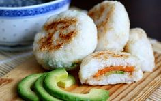 Japanese pan fried rice balls with sweet potato and avocado filling - enjoy with homemade teriyaki sauce. Japanese pan fried rice balls with sweet potato and avocado filling - enjoy with homemade teriyaki sauce. Vegetarian Recipes, Cooking Recipes, Healthy Recipes, Vegan Vegetarian, Gluten Free Japanese Recipes, Vegan Sushi, Vegan Lunch Box, Bento Recipes, Vegan Lunches