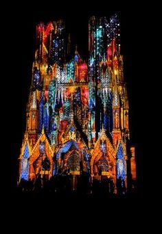 Rêve de Couleurs | Ville de Reims : Site officiel Monuments, Reims, Christmas Pictures, Times Square, The Outsiders, Site Officiel, Christmas Markets, France, Paris