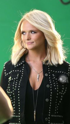 Miranda Lambert is my favorite singer I've idolized her since I was little gotta love her