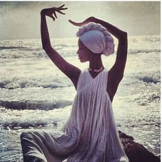 Movement Iman Turban Norman Parkinson Great Shot for headwear after cancer Head Wrap Scarf, Head Scarfs, Strike A Pose, Black Girl Magic, Head Wraps, African Fashion, Natural Hair Styles, Fashion Photography, Vintage Photography