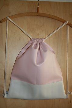 Turnbeutel gymbag Stringbag rucksack backpack aus Kunstleder in rosa und weiß aus der neuen To the Stitches Frühjahrskollektion. Jetzt neu im Shop!