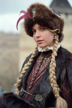 Polish actress Magdalena Mielcarz in costume of Polish nobility. Folk Costume, Costumes, Mode Russe, Polish Clothing, Russian Fashion, Russian Style, Ethnic Fashion, World Cultures, People Around The World
