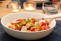 2013-10 Pasta med rød pesto, kylling og paprika Bastilla, Frisk, Everyday Food, Lunches And Dinners, Pasta Salad, Food Inspiration, Shrimp, Dinner Recipes, Meat