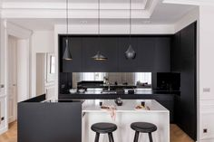 Transformation and modernization of a Haussmann apartment by Agence Véronique Cotrel Ikea New Kitchen, Kitchen Dining, Kitchen Decor, Kitchen Ideas, Interior Design Kitchen, Home Remodeling, Interior Architecture, Kitchen Remodel, Home Decor