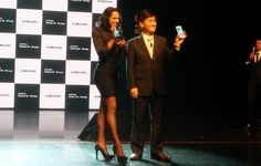 Samsung launched their flagship Galaxy S6 and S6 Edge in Sri Lanka. The event, held at the Nelum Pokuna, was all about the glamor and prestige.R