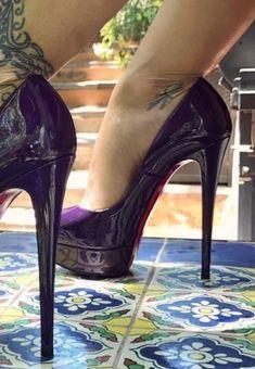 Sexy feet in platform pumps Sexy High Heels, Extreme High Heels, Frauen In High Heels, Black Stiletto Heels, Beautiful High Heels, Hot Heels, Platform High Heels, High Heel Boots, Womens High Heels