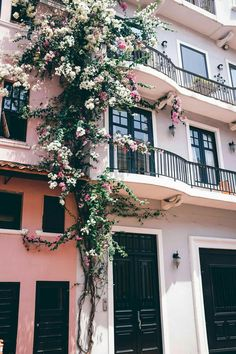2018 Travel Plans and Wishlist travel pictures Jess Ann Kirby grabs a photo of the beautiful flowers on building fronts in Casco Viejo, Panama City Photo Wall Collage, Picture Wall, Murs Roses, Beautiful Flowers, Beautiful Places, Beautiful Streets, Building Front, Pink Houses, Pink Aesthetic